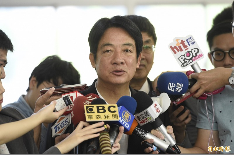 前行政院長賴清德23日前往台北市內湖區的科技產業服務中心,參觀台北創新實驗室並接受媒體訪問。(記者叢昌瑾攝)