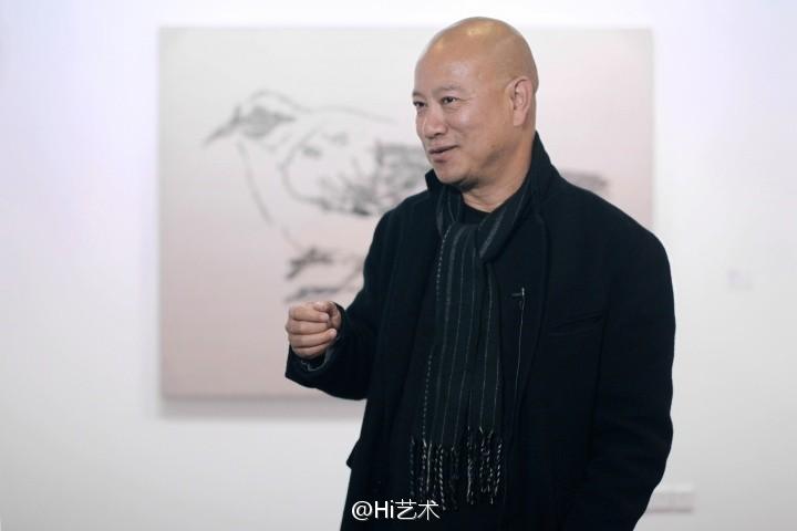 在中國享譽盛名的藝術家葉永青(見圖),日前遭比利時藝術家克里斯蒂安‧西爾萬(Christian Silvain)指控涉嫌抄襲他的藝術作品牟利近30年。(圖擷取自微博)