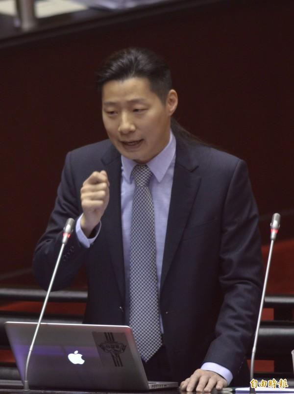 林昶佐表示,因兩岸關係沒有對等尊嚴,若依馬政府九二共識邏輯,中國應叫「中華北京」。(記者王藝菘攝)