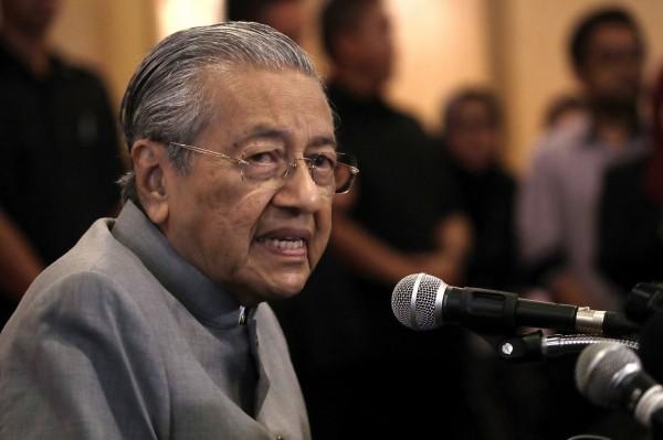 92歲的馬來西亞新任總理馬哈地兌現選前承諾,宣布將重新談判中馬一帶一路合作。(美聯社)