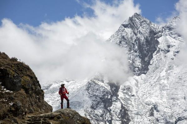 尼泊爾日前下令,禁止獨自1人、雙腿截肢者、盲人的登山客,攀登境內的山岳,包含世界第一高峰的聖母峰。(歐新社)
