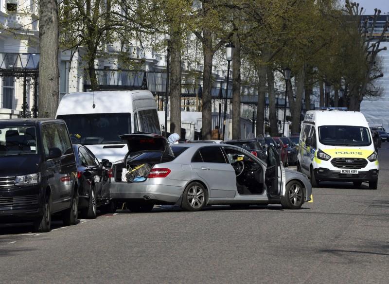 烏克蘭駐英國大使館前當地時間13日早上發生衝撞事故。(美聯社)