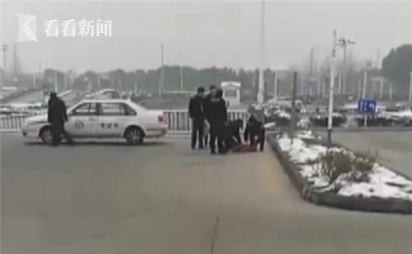 現場人員立刻叫救護車,並施行CPR,但搶救過後仍身亡。(圖取自看看新聞)