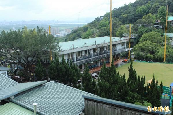 越拆越大的北投貴子坑鄉村俱樂部原本有高爾夫球場、游泳池跟餐廳。 (資料照,記者鍾泓良攝)