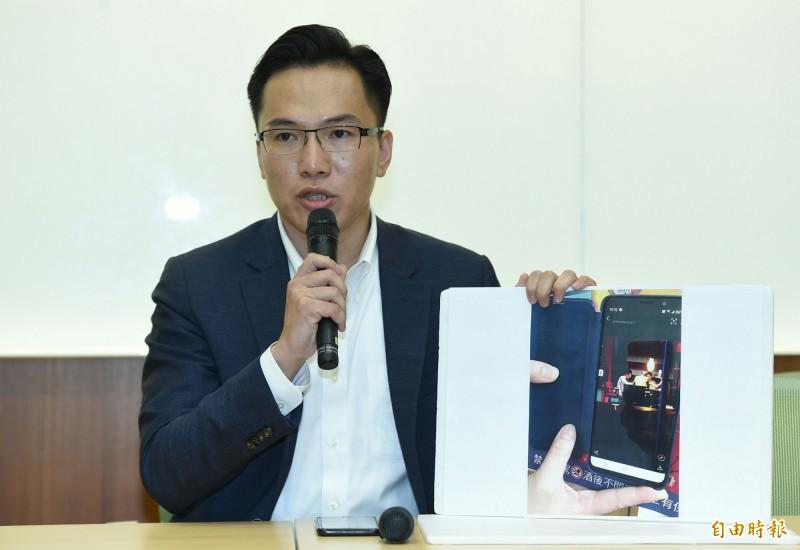 民進黨高雄市議員林智鴻公布照片證據回應高雄市長韓國瑜記者會。(記者廖振輝攝)
