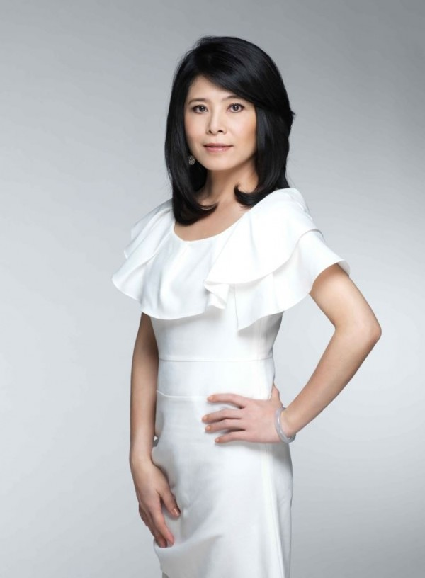 自由時報週末生活版獨家邀請化妝品配方專家專家吳珮瑄擔任評比測試達人。(吳珮瑄提供)