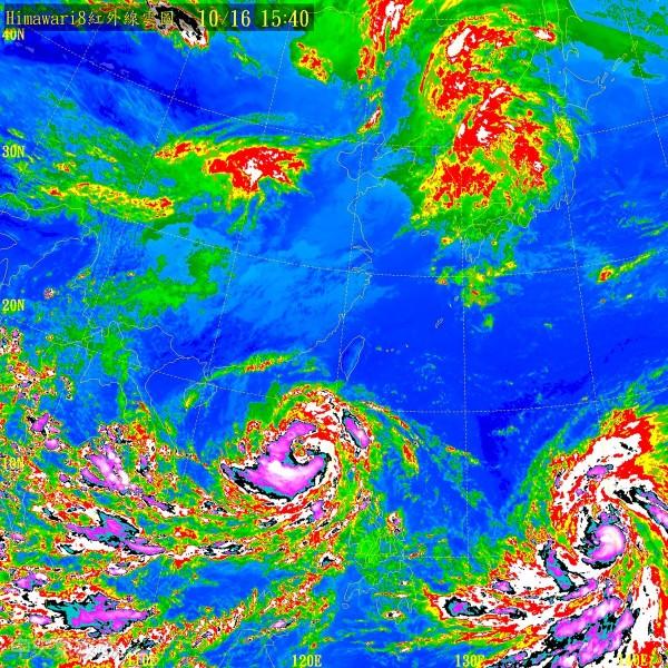 中颱莎莉佳,已從呂宋島進入南海,未來將趨向海南島,而海馬颱風(右下)已經增強為中度颱風。(圖擷自中央氣象局)