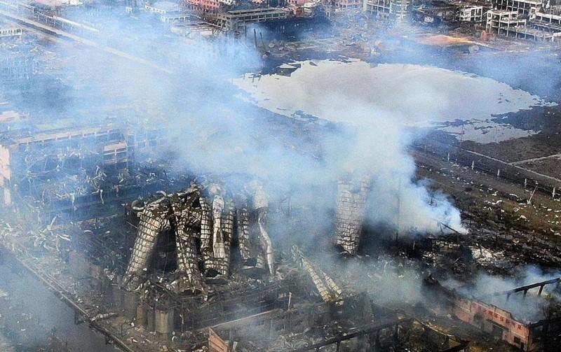 雖然中國阻無人機拍攝江蘇化工廠爆炸現場,但還是有空拍機拍到22日的廠區爆炸後畫面。(網路)