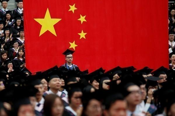 截至2015年的數據,中國25至64歲民眾僅有約3成受過高中教育。(路透)