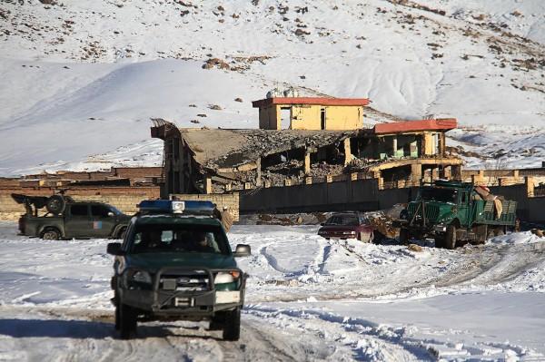 阿富汗瓦爾達克省一處軍事基地,昨(21)日遭恐怖組織塔利班攻擊,有不具名高官透露,此場衝突造成126名安全部隊隊員死亡。(法新社)