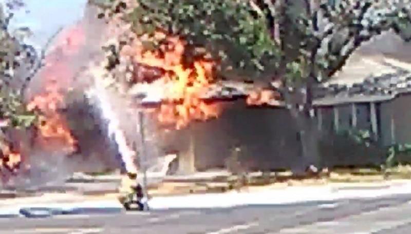 克恩郡(Kern County)的消防局表示,他們正在處理多起地震引起的事故,包含一些人員受傷、2起房屋大火,以及小火災和瓦斯漏氣。(路透)