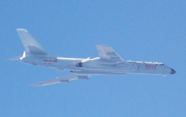 中國8架轟六轟炸機20日接近我國東部海域。(國防部提供)