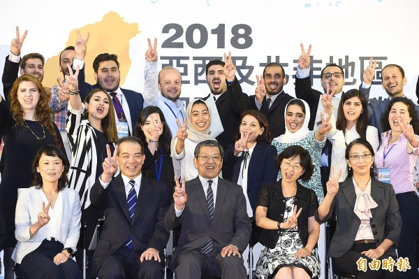 "Participants in the Ministry of Foreign Affairs's International Elite Leadership Seminar do the ""V"" sign as they pose for a group photograph on Tuesday, the closing day of the seminar.