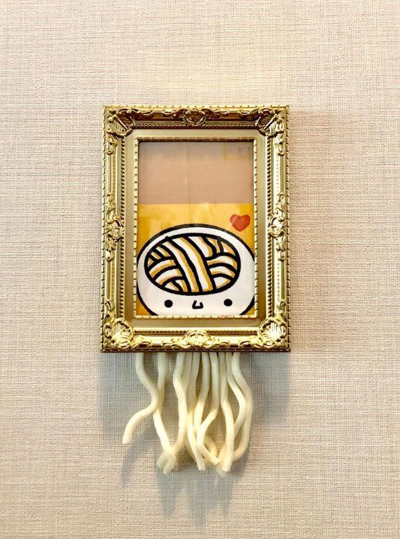 日本香川縣特別惡搞了1幅「碎烏龍麵腦」,讓不少網友大讚可愛又有創意。(圖擷取自「うどん脳【公式】JAPAN」推特)
