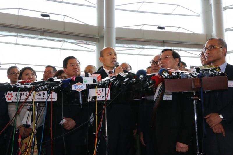 在藍營苦惱如何讓最被看好的高雄市長韓國瑜納入總統初選之際,今日傳出國民黨中央高層已經準備安排由他人代韓領表、登記的說法,國民黨組發會主委李哲華澄清,未來除非有韓國瑜出於個人意志的委託書,任何人都不可能逕自幫韓領表、登記,對於傳聞所謂黨中央「已做好準備」,他感到不解。(資料照)