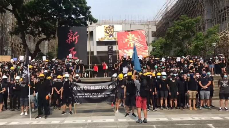 香港中文大學的迎新活動「四院會師」加入反送中元素。(圖擷取自《中大學生報》直播畫面)