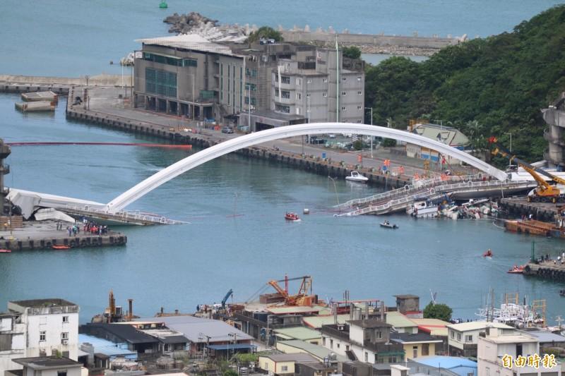 宜蘭南方澳大橋斷橋。(資料照)