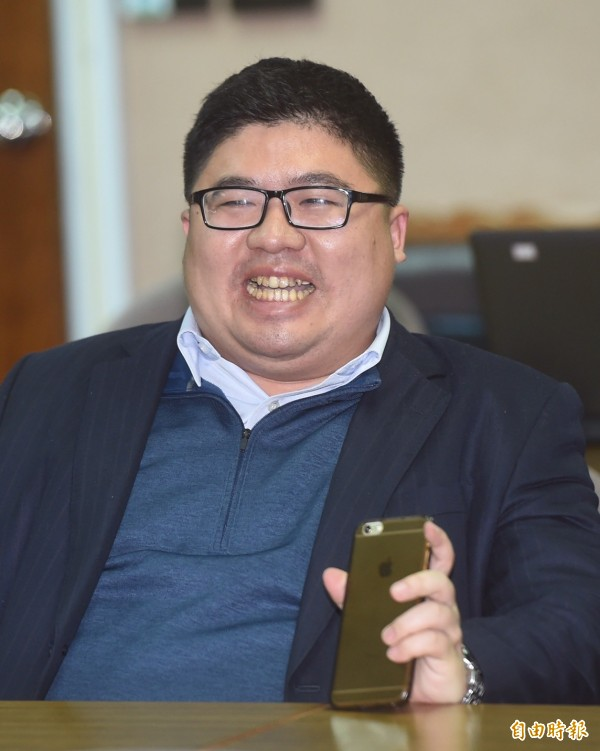 民進黨立委蔡易餘。(記者簡榮豐攝)
