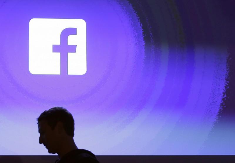 今(15)日Facebook公司宣布,將推出一款新的偵測科技,使未經當事人允許的親密照片、影片不會輕易在Facebook或Instagram上散布,也能夠防止前任情人「挾怨報復」。(美聯社)