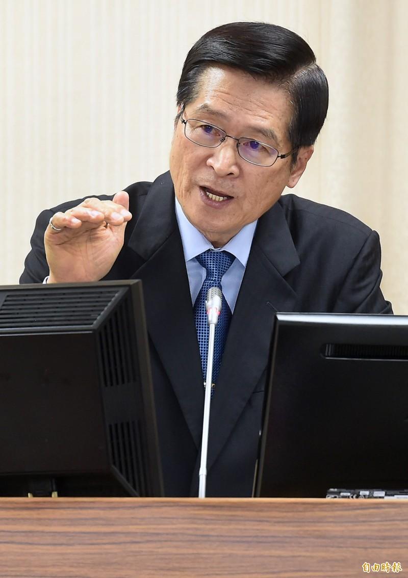 國防部長嚴德發說明中國軍艦、飛機繞台並非現在才有。(記者朱沛雄攝)