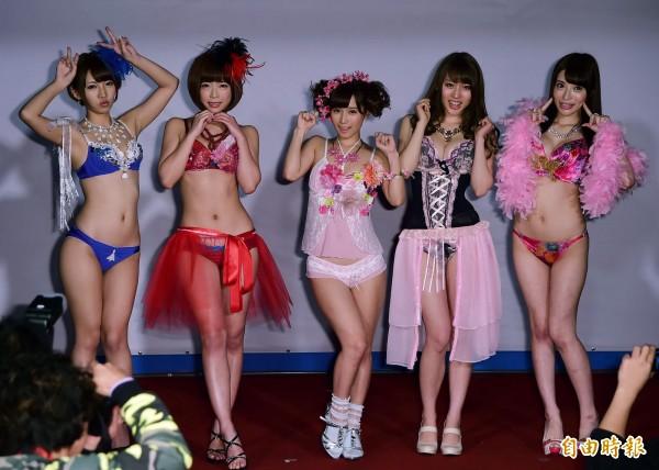 不少AV女優在台享有高人氣,但若修法通過,A片在台灣將無著作權保障。(資料照,記者胡舜翔攝)