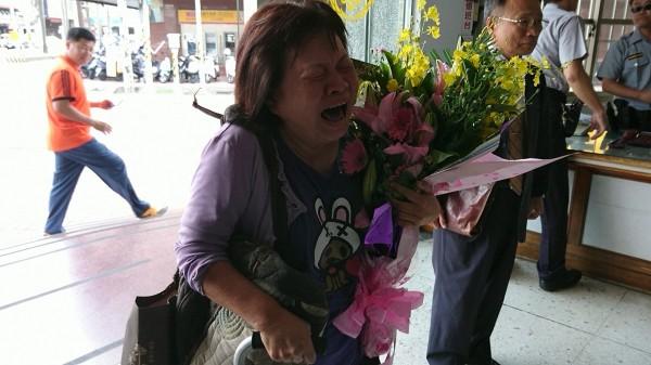 蔣月惠警局道歉不被接受,當場大聲痛哭,一夕成為台灣紅人。(資料照)