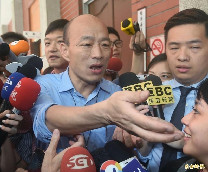 高雄市長韓國瑜今(17日)上午突北上立法院,拜訪立院國民黨黨團,稱是要拜託黨團協助爭取登革熱補助。(記者廖振輝攝)