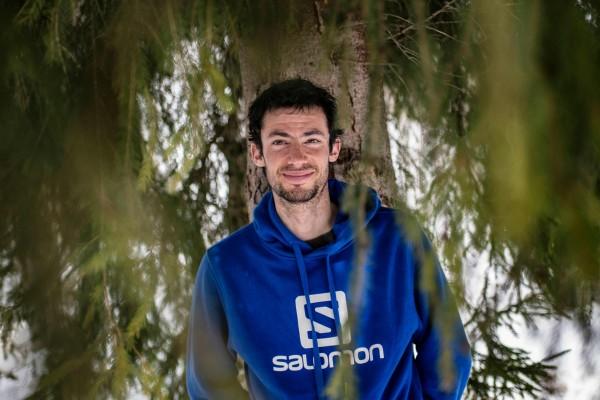 西班牙登山者霍爾內特(Kilian Jornet)的團隊聲稱創下新紀錄,在不使用固定繩索、不補充氧氣的情況下,霍爾內特只用了26小時就登上世界最高峰。(法新社)