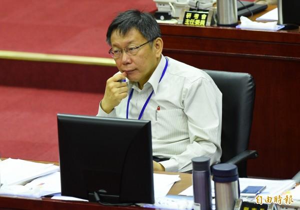 台北市長柯文哲12日赴市議會進行施政報告,遭到藍綠議員一番猛攻。(資料照,記者張嘉明攝)