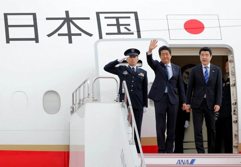 日本首相安倍晉三今日出訪伊朗,居中調解美國與伊朗之間的緊張情勢,日本與美伊兩國都有良好關係,將協調美國對伊朗的石油制裁問題,期望維持中東地區的和平穩定。(法新社)
