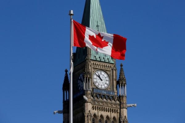 加拿大政府考慮不再授予新生兒公民資格,或是有條件給予認可。(路透)