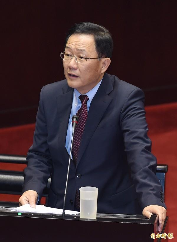 國民黨立委丁守中31日在立法院質詢時表示,參與亞投行,比加入的名稱重要1千倍,強調參與才是最重要的。(記者廖振輝攝)