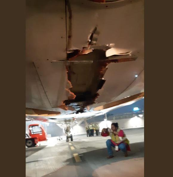 機身底部有一道裂縫。(圖擷取舒克拉推特)