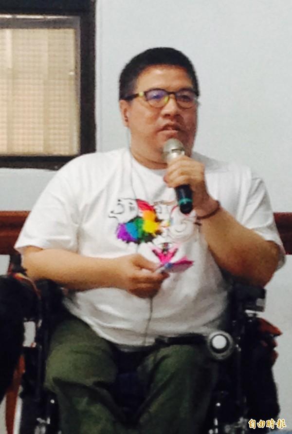 黃智堅現身台灣伴侶權益推動聯盟舉辦的「彩虹好厝邊,做伙聽故事」,大方分享自己的人生故事。(記者蕭婷方攝)