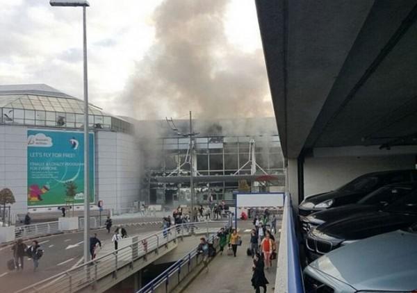 比利時布魯塞爾國際機場稍早傳出兩起爆炸聲響,目前爆炸原因不明,據傳已造成多人傷亡。(圖擷取自Twitter)