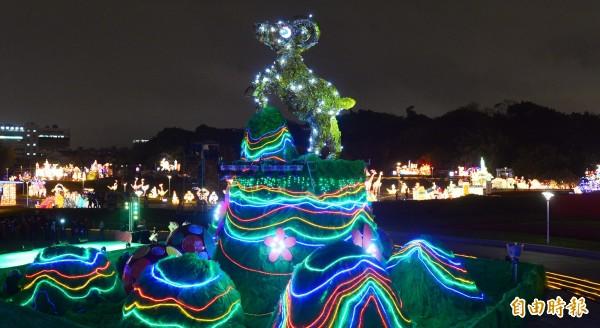 「2015台北燈節」將於27日至3月8日為期10天在花博圓山公園舉行。主燈名為「金喜羊」。(記者王藝菘攝)
