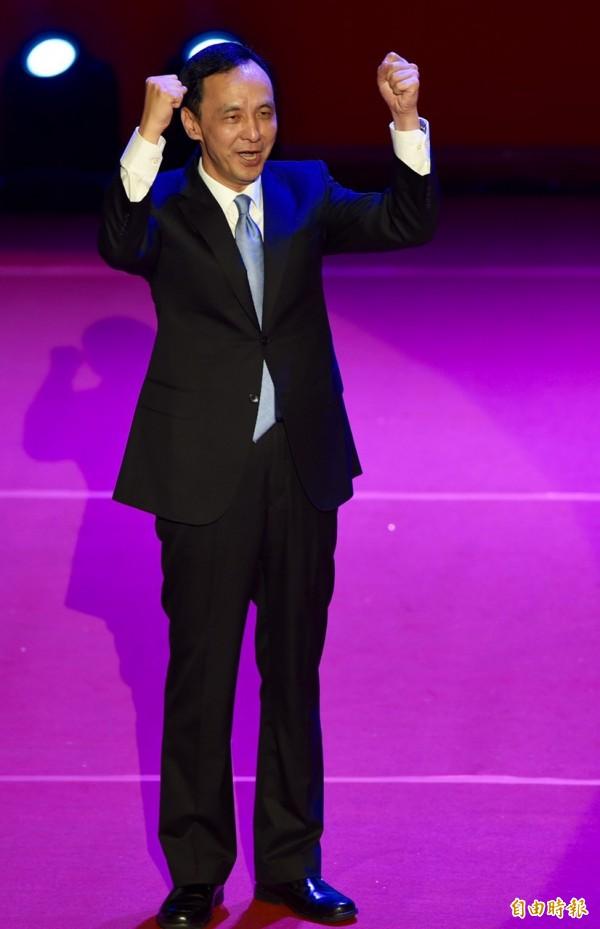 國民黨17日召開第19次全國代表大會臨時會議,以起立鼓掌方式,無異議通過徵召朱立倫參選總統。(記者簡榮豐攝)