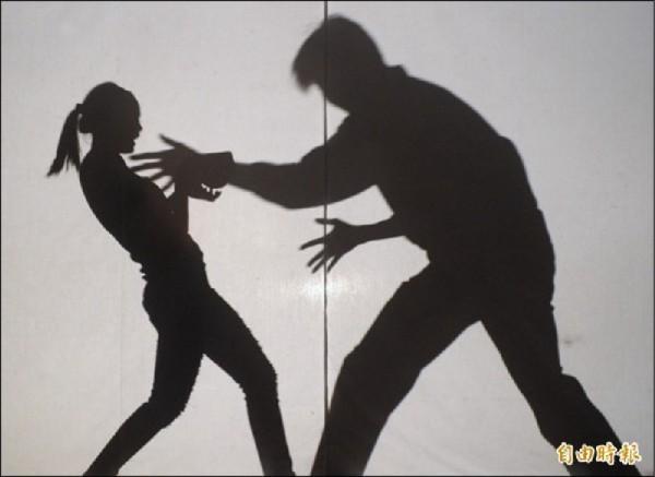 中國本月23日爆發公益人士雷闖性侵實習生事件,掀起「MeToo」運動,但由於各地性侵事件如滾雪球般越來越大,使得中國網管開始刪除相關文章。(資料照)