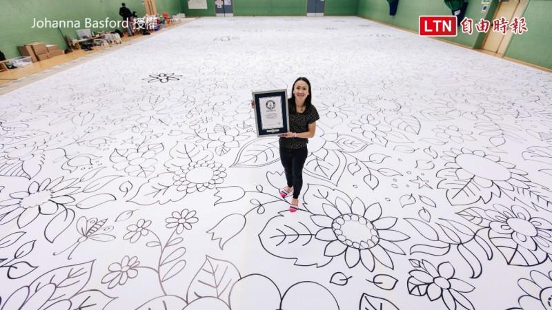 喬漢娜貝斯福獨自完成世界最大的畫,打破世界紀錄。(圖片由Johanna Basford授權)