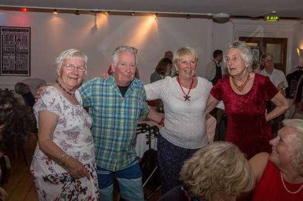 许多客人年龄都已经超过70岁。 (图撷自脸书)