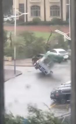 天鴿颱風已造成12人死亡,153人受傷。(擷取自YouTube畫面)