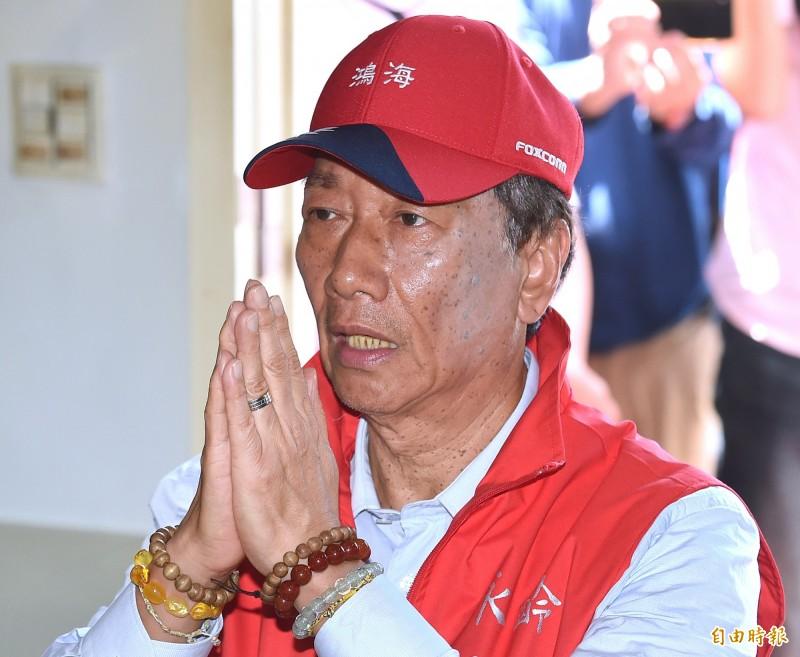 郭台銘今天前往淡水武聖宮參拜,表示:「我相信關聖帝君會在最短的時間內給我指示,我會再宣布如何為台灣的平民百姓、有發展的年輕人做事。」(記者廖振輝攝)