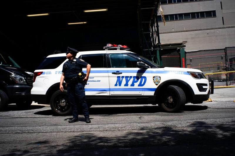 美國紐約兩名前警察逮捕一名女子後,在警車裡面直接和她啪啪啪並將其釋放。紐約警察警車示意圖。(路透)