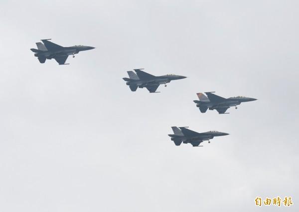 美國與台灣的軍事關係在近幾個月內已變得更緊密。圖為空軍F-16。(資料照)
