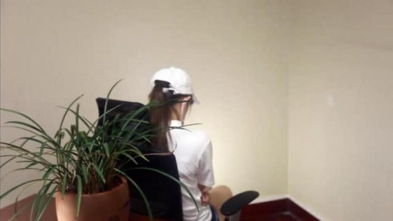 中國網路盛傳一段自稱16歲少女的自白影片,片中少女聲稱被香港示威者性侵,該影片也得到中國官媒轉傳;但香港網友認為疑點重重,用詞與網路使用習慣跟香港人不同,反而比較像中國人,質疑是假造的。(擷取自youtube)