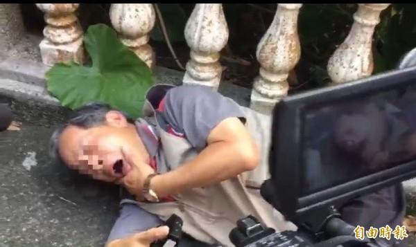 董姓科員被魏明仁重拳打傷。(記者顏宏駿攝)