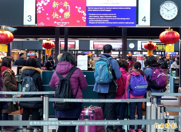 交通部民用航空局統計,上海、南京、無錫、杭州、合肥、長沙、福州與廈門等8個航點,昨日已有上萬名旅客返台,所有航班平均載客率85%至90%間,目前都還有空位。(資料照)