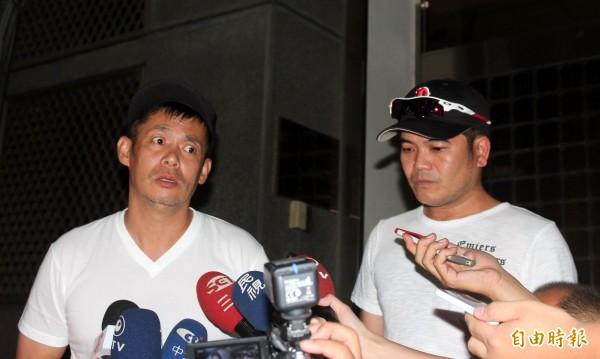 藝人馬國畢(右)、汪建民(左)以證人身分被檢察官傳喚。(記者黃欣柏攝)