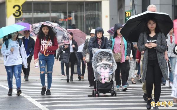 中央氣象局今(21)日晚間對台北市、新北市發佈大雷雨即時訊息。(資料照)