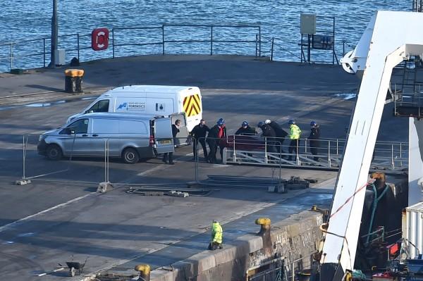 英國警方證實:「送抵波特蘭港的遺體已被正式確認為職業足球運動員薩拉」。(法新社)